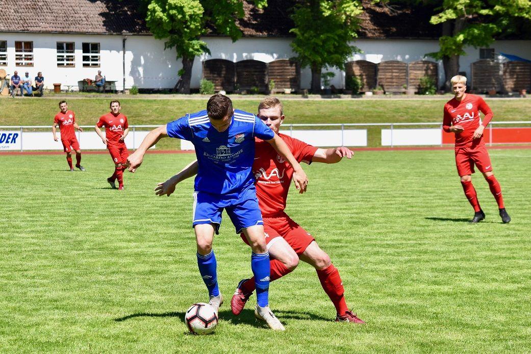 Tim Ihling war wieder Dreh,- und Angelpunkt im Mittelfeld der Blau-Weißen.